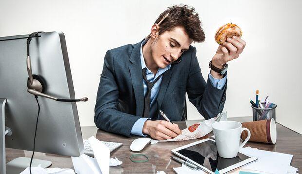 Essen am Schreibtisch ist keine gute Idee