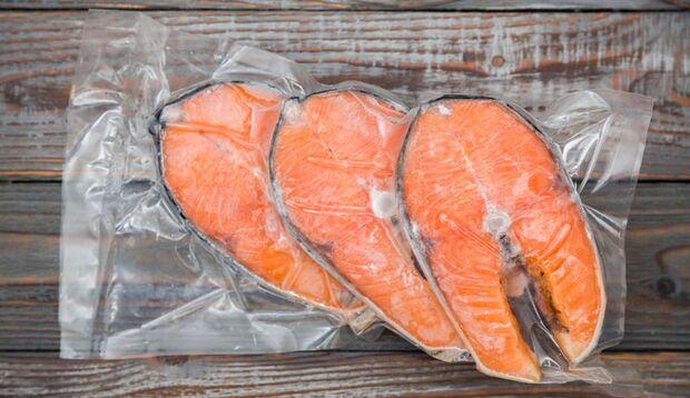 Fettreiche Fischsorten liefern zusätzlich essentielle Omega-3-Fettsäuren.