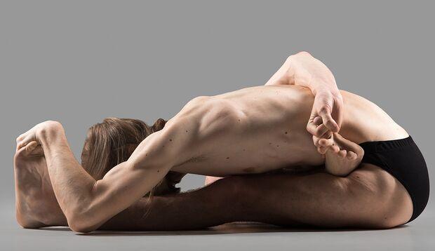 Flexibilität erfordert Kraft, sonst müssen Sie sich Verletzungen beugen.