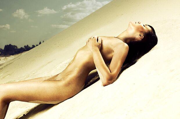 Frauen verstehen: Wie es sich anfühlt, große Brüste zu haben, Dessous zu tragen oder penetriert zu werden