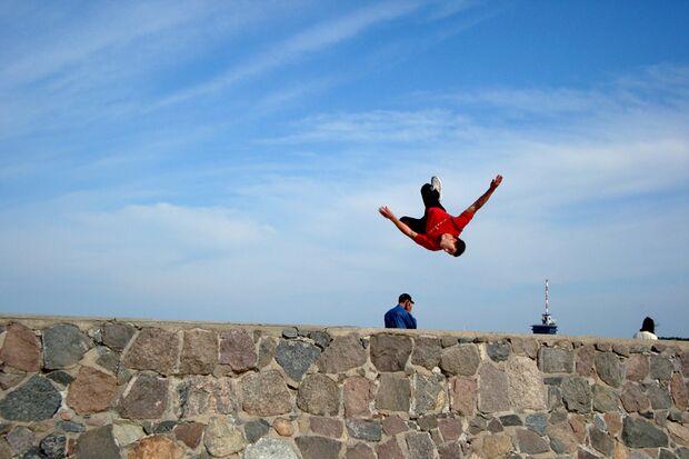 Freerunning verbindet Akrobatik mit Krafttraining