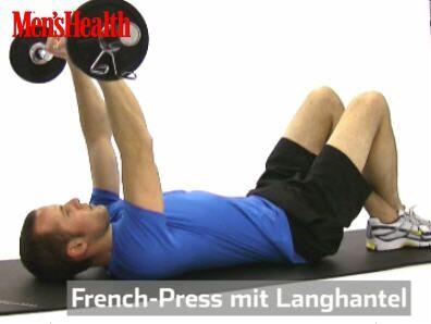 French Press:<br /> Rücklings auf eine Matte oder ein Handtuch legen, die Beine anwinkeln, Füße übereinander. Stange eng fassen und senken, bis sie die Stirn fast berührt. Die Oberarme sind senkrecht.<br /> Arme strecken, beugen.<br /> 2–3 Sätze, je 6–10 Wdh.