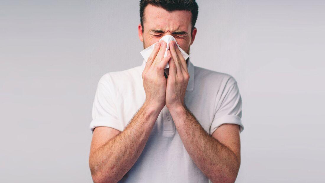 Für den Körper ist es gesünder, eine Erkältung mit Hausmitteln zu bekämpfen.