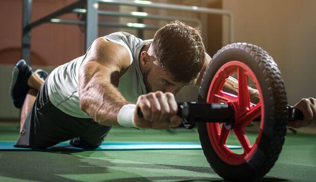Für ein ausgeprägtes Sixpack sind Bauchmuskelübungen Pflicht