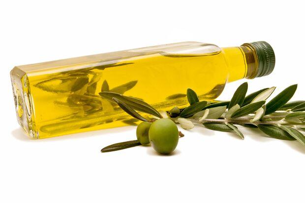 Für eine gesunde Ernährung nehmen Sie Olivenöl