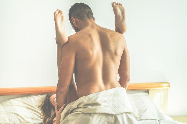 Füße hintern Kopf: Diese Stellung macht Frauen wenig Spaß