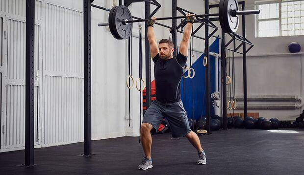 Funktionelles Training greift Ihnen auch beim Gewichtheben unter die Arme.