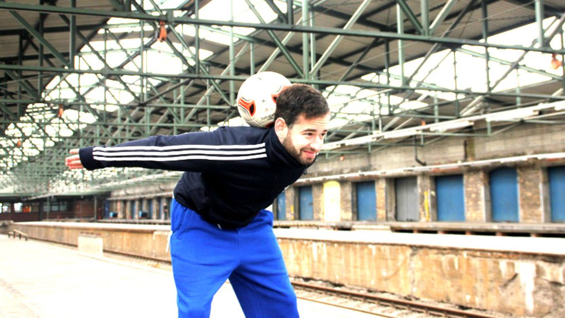 Fußball-Freestyle-Tricks lernen im Video: Neck Stall