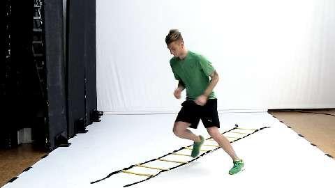 Fußball-Star Marco Reus macht Sie fit für die WM. Sie werden rasend, indem sie Ihre Sprintfähigkeit ausbauen. Diese verbessern Sie am besten durch explosive und koordinative Zusatzelemente wie Koordinations-Skippings