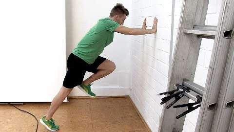 Fußball-Star Marco Reus macht Sie fit für die WM. Sie werden rasend, indem sie Ihre Sprintfähigkeit ausbauen. Diese verbessern Sie am besten durch explosive und koordinative Zusatzelemente wie Wall-Drills