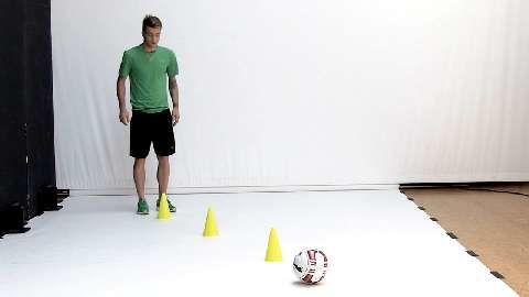 Fußball-Star Marco Reus macht Sie fit für die WM. Tempo-Dribbel-Kniebeuge-Sprünge automatisieren Sie Ihre fußballerischen Bewegungsabläufe. So läuft's fließend