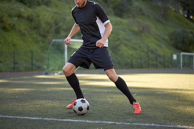 Fußballer sollten bereits vor dem Anpfiff fußballtypische Bewegungen ausführen