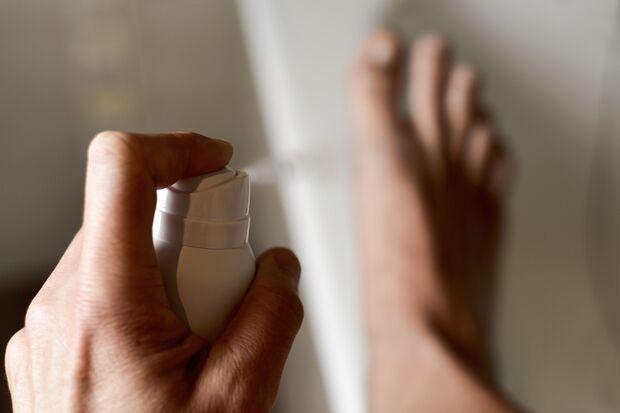 Fußsprays haben kurzzeitigen Effekt bei Fußschweiß