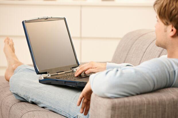 Gefährlich?: Laptop auf dem Schoß