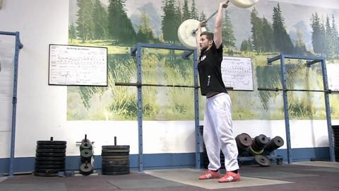 Gehört klassisches Gewichtheben zum alten Eisen? Unser Kollege Andi wagte den Kraftakt von der Stange. Seine Erfahrungen mit der Langhantel als Video