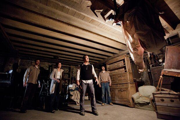 Geisterjäger Ed und Lorraine Warren (Patrick Wilson und Vera Farmiga) versuchen einen Exorzismus