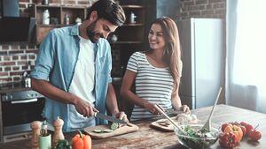 Gemüse enthält wenige Kalorien und sollte regelmäßig auf deinem Teller landen