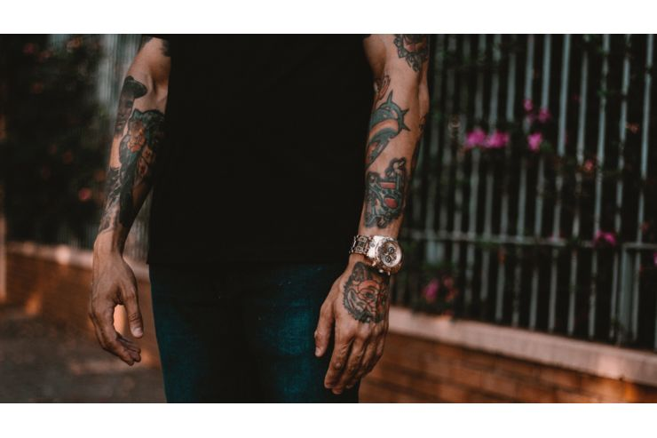 Schrift tattoo motive männer unterarm Westend Tattoo