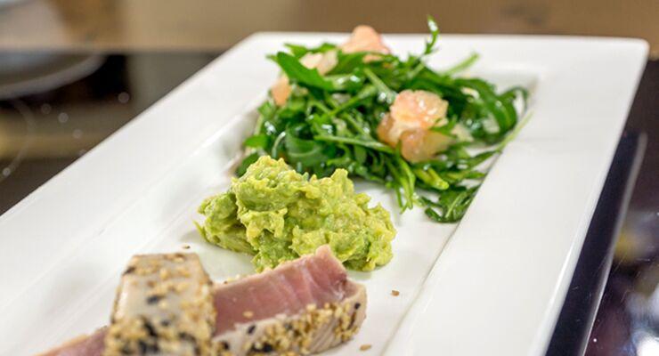 Gerösteter Thunfisch mit Pomelo-Rucola-Salat und einer spicy Guacamole – in unserer 4-teiligen Serie finden Sie das wirkungsvollste Werkzeug, um Ihren Körper in Form zu bringen. Im dritten Teil Vollkornbrot, Mandeln, Avocado und Kichererbsen