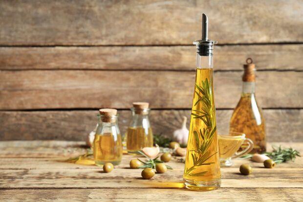Geschenktipps für Frauen: selbstgemachtes Gewürz-Öl