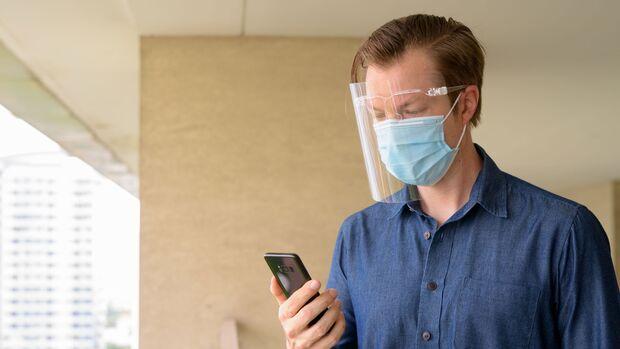 Gesichtsvisiere können zur Abwehr von Coronaviren beitragen, eine Maske jedoch nicht ersetzen