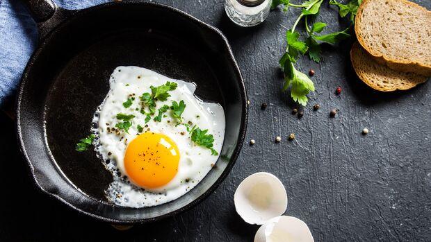Gesunde Nährstoffe wie Vitamin A findest du vor allem im Eigelb