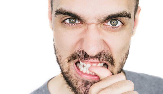 Gesundheitsrisiko Nägelkauen: Unter den Fingernägel sammeln sich besonders oft Keime