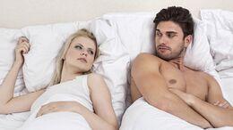 Getrennte Betten können Beziehungen mit Schlafproblemen retten.