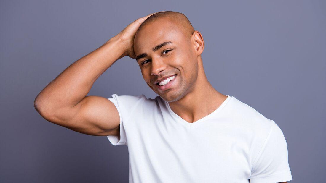 Glatze rasieren und pflegen: So geht's