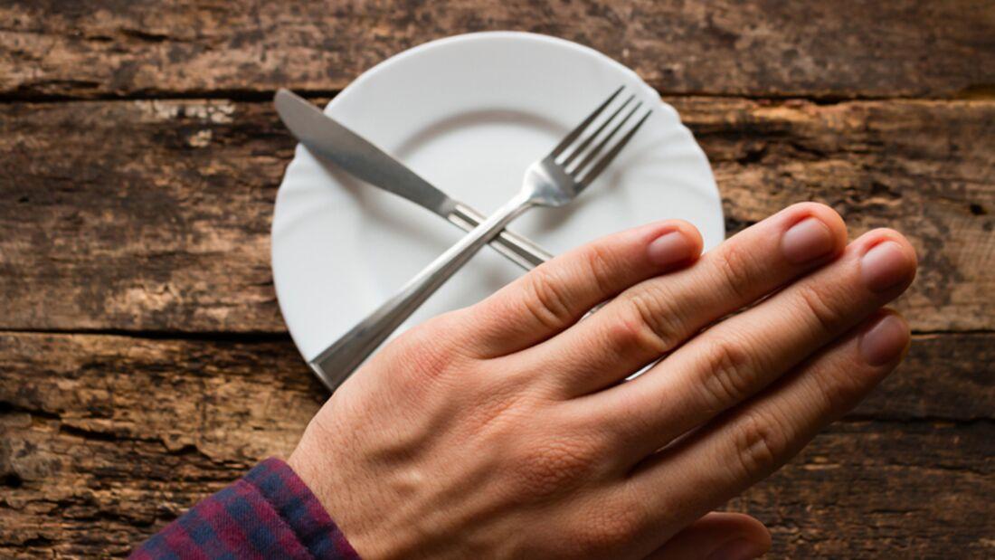 Hätte er eine Frau zum Essen eingeladen, wäre er nicht so hungrig