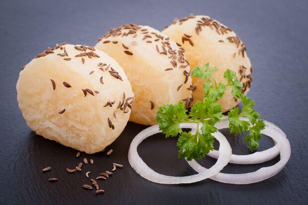 Harzer Käse hat sehr wenig Fett und stolze 30 Gramm Eiweiß pro 100 Gramm.
