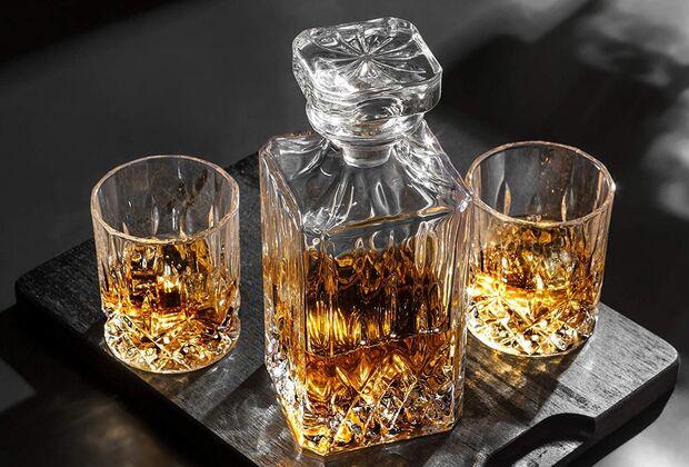 Hochwertiger Whiskey gehört in eine hochwertige Karaffe