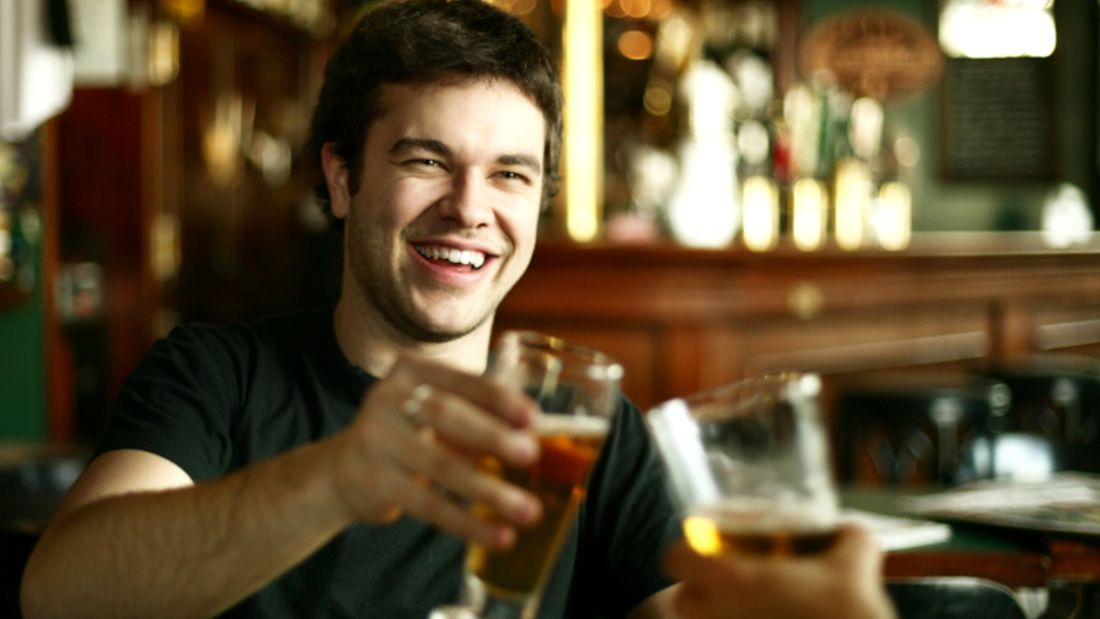 Hoher Alkoholkonsum führt zu schlechten Essgewohnheiten