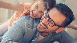 Horizontal Parenting: Die Kinder werden bespaßt, während man selbst die Füße hochlegt