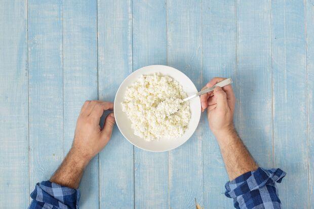 Hüttenkäse ist der perfekte Low-Carb-Snack