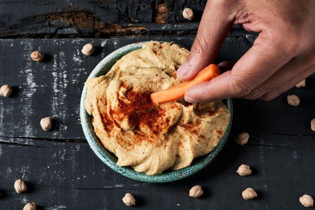 Hummus besteht aus pürierten Kichererbsen