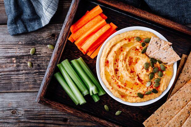 Hummus ist ein leckerer Dip für Gemüse und Brot