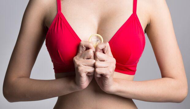 Ihre Liebste hilft Ihn sicher bei der Suche nach der richtigen Kondomgröße