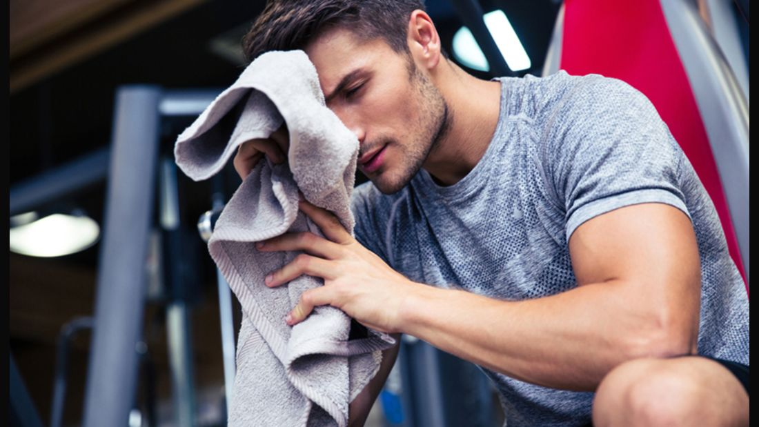 Im Fitness-Studio lauern diverse Hautkrankheiten auf Sie