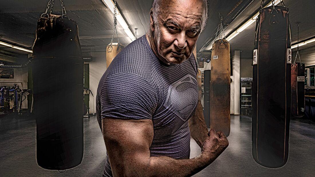 Im Gym lässt Heiner Romberg aka Dr. Anti Age jüngere Männer alt aussehen