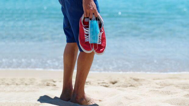 Im Sommer 2020 sollte man auch im Urlaub sämtliche Vorsichtsmaßnahmen vor dem Coronavirus einhalten