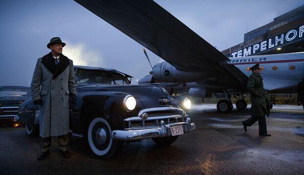 """Im Spionage-Thriller """"Bridge of Spies"""" spielt Tom Hanks einen aufrechten Anwalt, der sich für einen Sowjet-Spion einsetzt"""