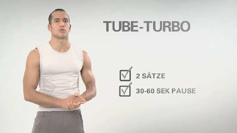 Im Video zeigen wir Ihnen drei Tube-Übungen, mit denen Sie Ihre Bauchmuskeln zum Wachsen bringen. Nicht vergessen: Die Kraft für die Bewegung kommt nur aus dem Rumpf, nicht aus Schultern oder Armen.