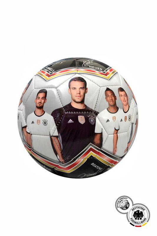 Immer am Ball bleiben: Der DFB Fotoball 2016