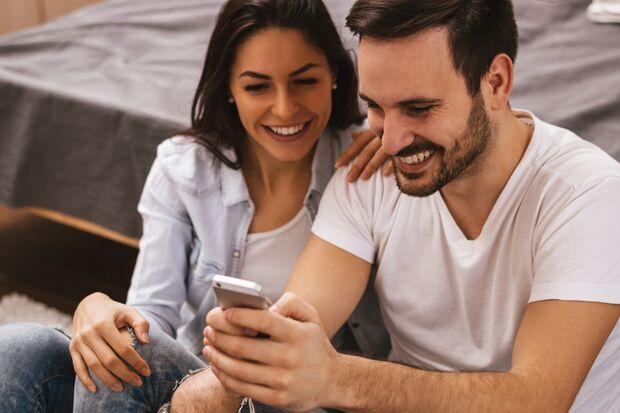 Immer mehr Paare finden sich per Online-Dating