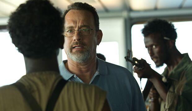 """In """"Captain"""" Phillips"""" steht Tom Hanks als Kapitän eines Containerschiffs einer Gruppe somalischer Piraten gegenüber"""