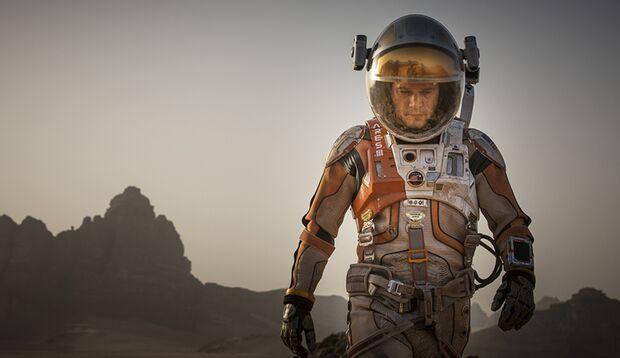 """In """"Der Marsianer – Rettet Mark Watney"""" kämpft Matt Damon als gestrandeter Astronaut auf dem roten Planeten ums Überleben"""