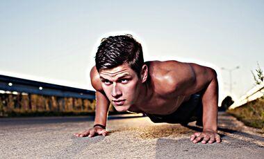 In unserem detaillierten 4-Wochen-Trainingsplan zum Download zeigen wir Ihnen, wie Sie in nur 3 Stunden pro Woche den gesamten Körper effektiver trainieren als je zuvor