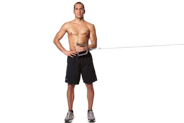 Innenrotieren der Schulter am Kabelzugturm