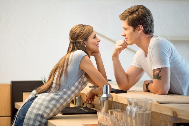 Ist ein Flirt schon Micro-Cheating?